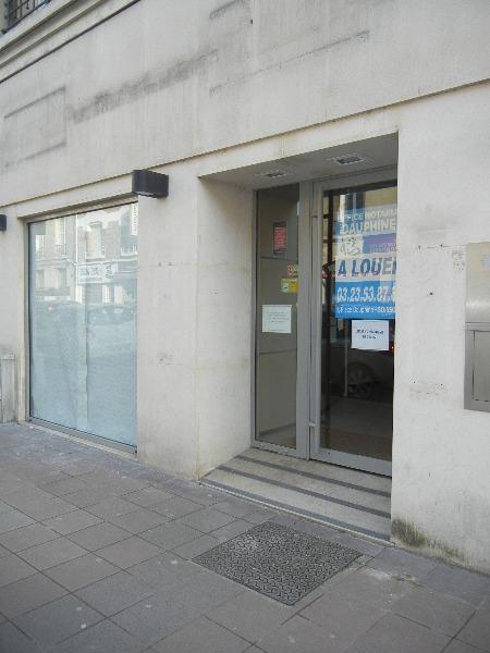 LOCAL COMMERCIAL de 249 m² avec vitrine sur rue…